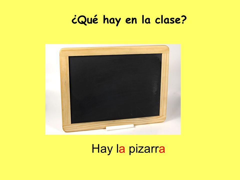 Hay la pizarra ¿Qué hay en la clase?