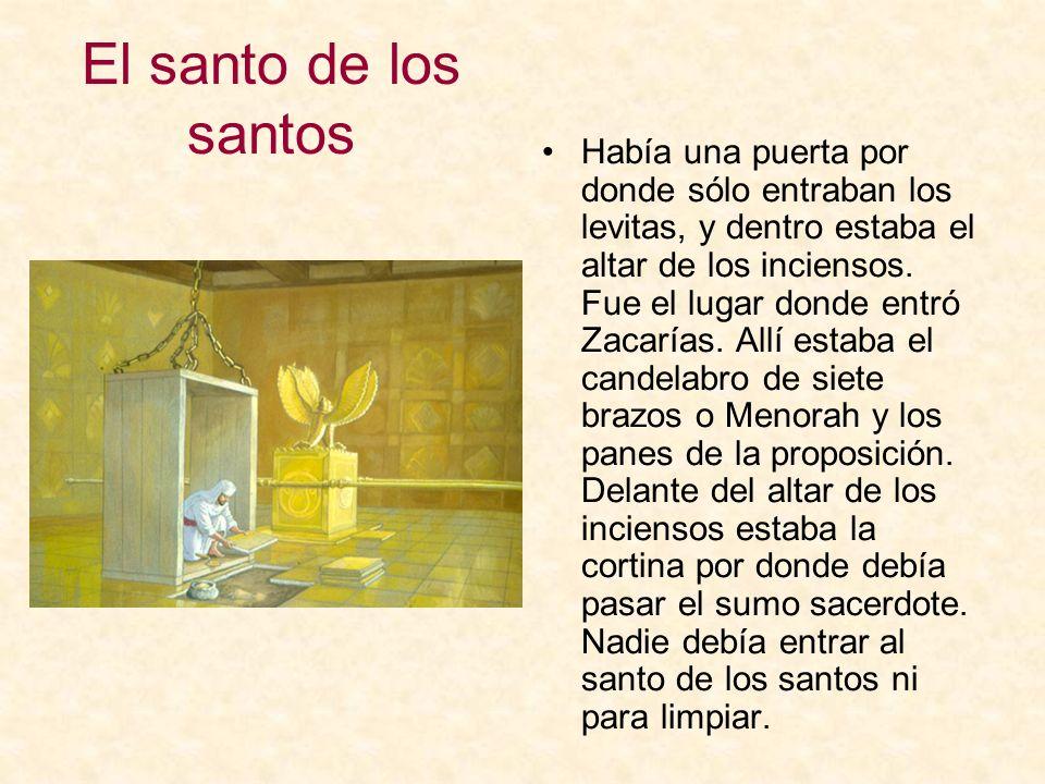 El santo de los santos Había una puerta por donde sólo entraban los levitas, y dentro estaba el altar de los inciensos. Fue el lugar donde entró Zacar