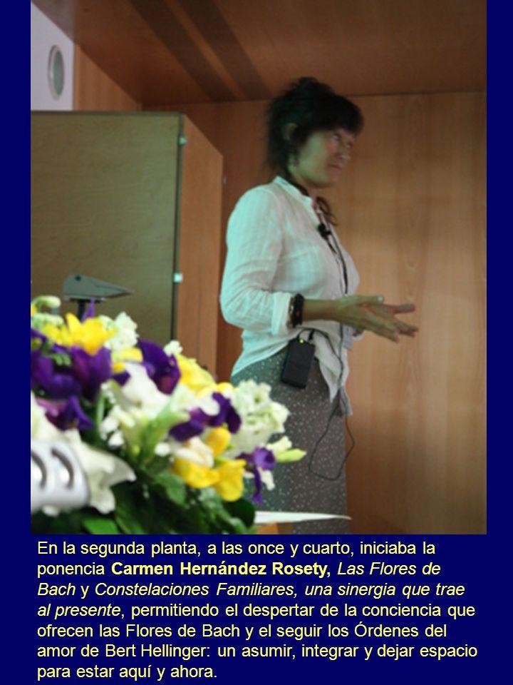 En la segunda planta, a las once y cuarto, iniciaba la ponencia Carmen Hernández Rosety, Las Flores de Bach y Constelaciones Familiares, una sinergia
