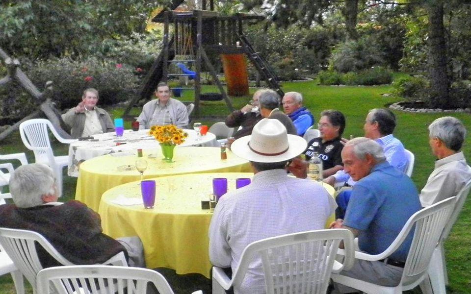 Idea Guillermo Alducin Coordinador Gen 58 http://www.guillermoalducin.com.mx/ Música: Amémonos IntérpreteRondalla Tapatía FOTOHISTORIA 12 de Octubre 2013 COMIDA Mensual Todas las Gens.