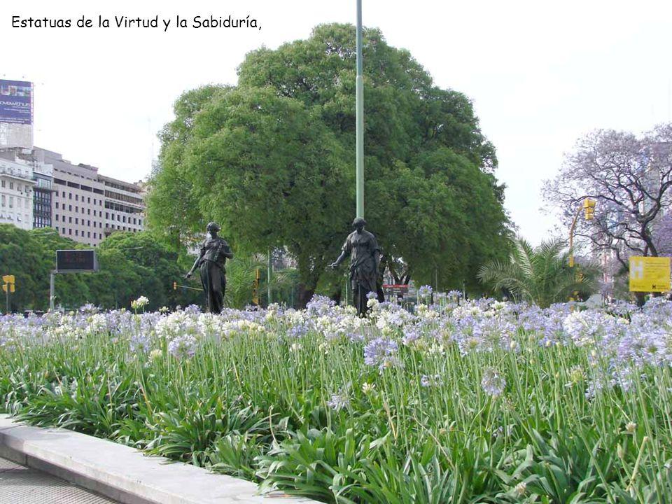 Estatuas de la Virtud y la Sabiduría,