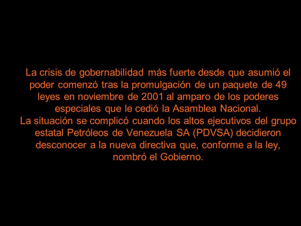 La crisis de gobernabilidad más fuerte desde que asumió el poder comenzó tras la promulgación de un paquete de 49 leyes en noviembre de 2001 al amparo de los poderes especiales que le cedió la Asamblea Nacional.