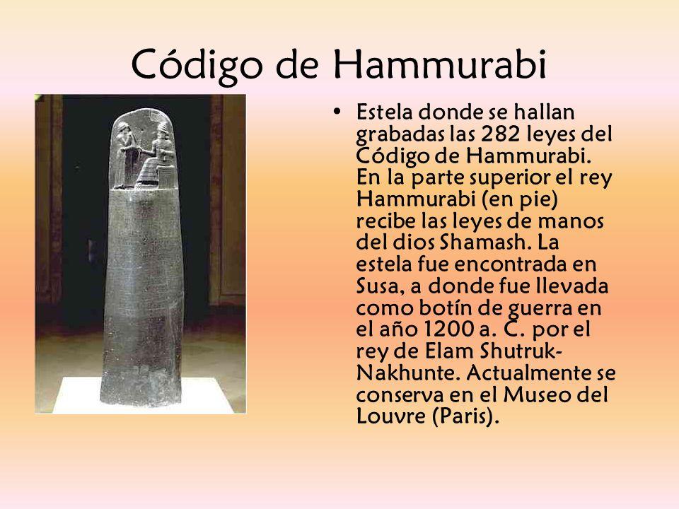 Estela donde se hallan grabadas las 282 leyes del Código de Hammurabi. En la parte superior el rey Hammurabi (en pie) recibe las leyes de manos del di