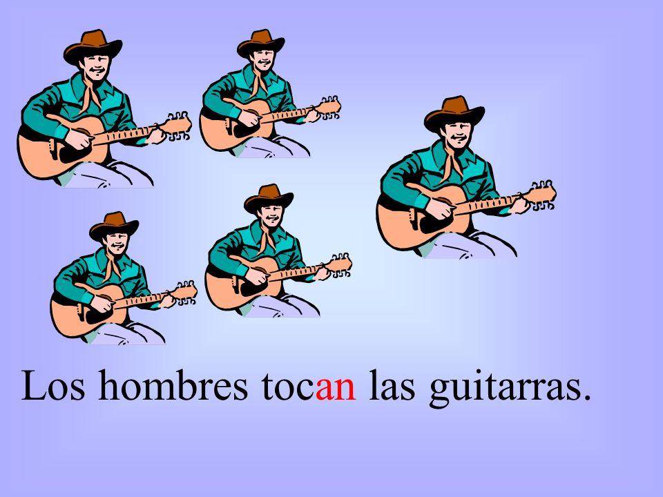 Los hombres tocan las guitarras.