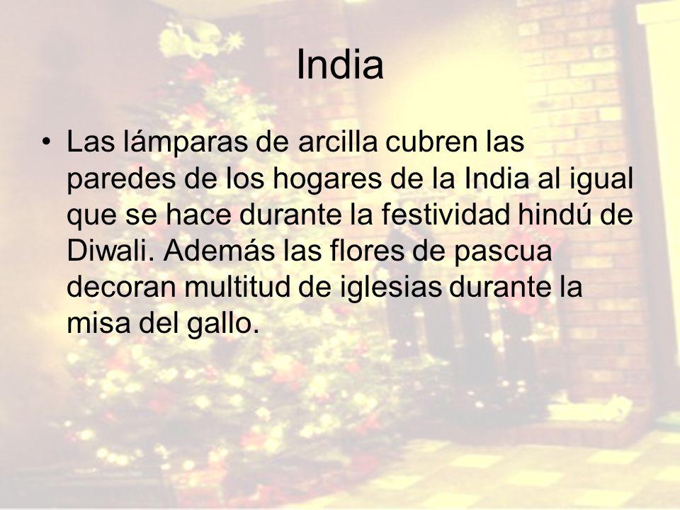India Las lámparas de arcilla cubren las paredes de los hogares de la India al igual que se hace durante la festividad hindú de Diwali. Además las flo