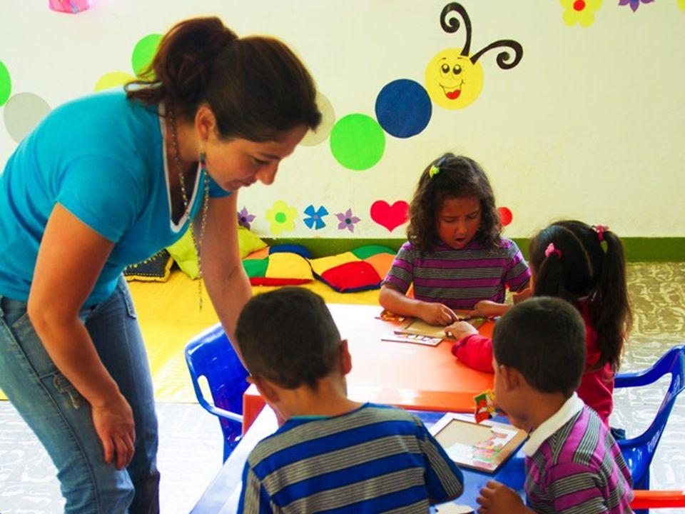 ¿Quiénes cooperan? Comunidad Representada por la junta de acción comunal y los padres de familia de los niños beneficiados. ¿De qué manera? Gestionand