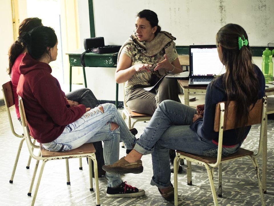 Fundaciòn Amalai Representada por un equipo de educadores en diferentes disciplinas. ¿De qué manera? Gestionando recursos económicos y en especie ante