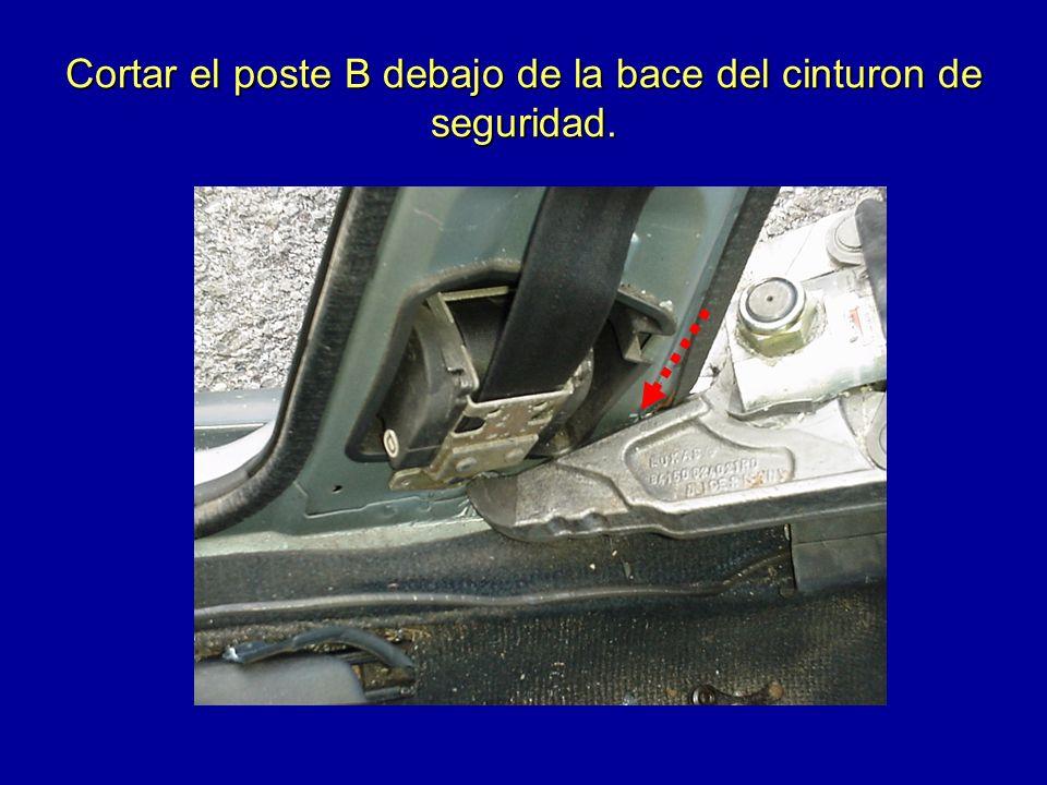 Cortar el poste B debajo de la bace del cinturon de seguridad.