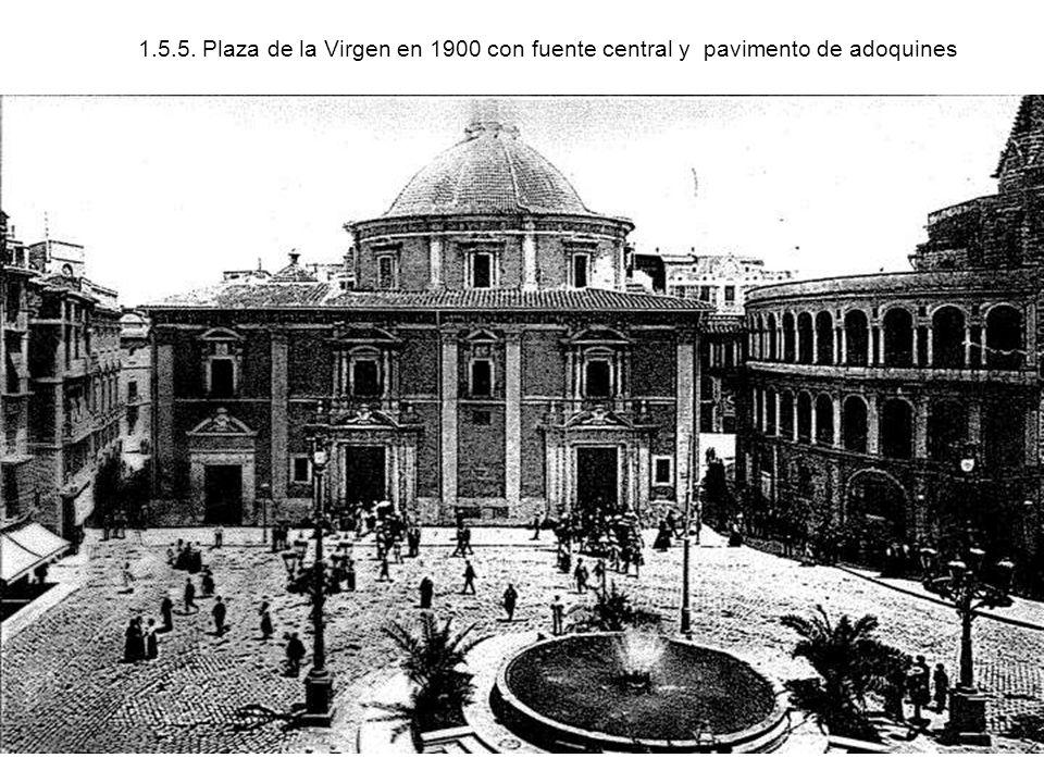 1.5.5. Plaza de la Virgen en 1900 con fuente central y pavimento de adoquines