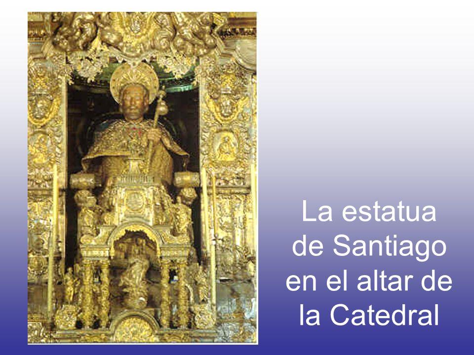 La estatua de Santiago en el altar de la Catedral