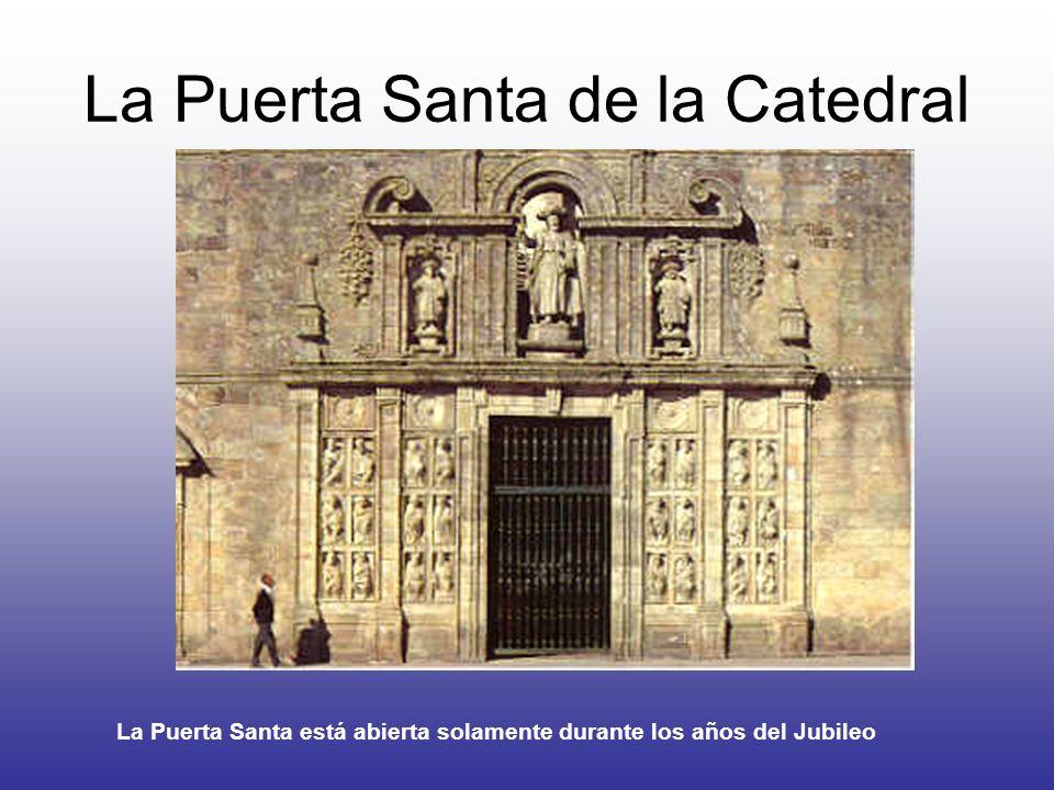 La Puerta Santa de la Catedral La Puerta Santa está abierta solamente durante los años del Jubileo