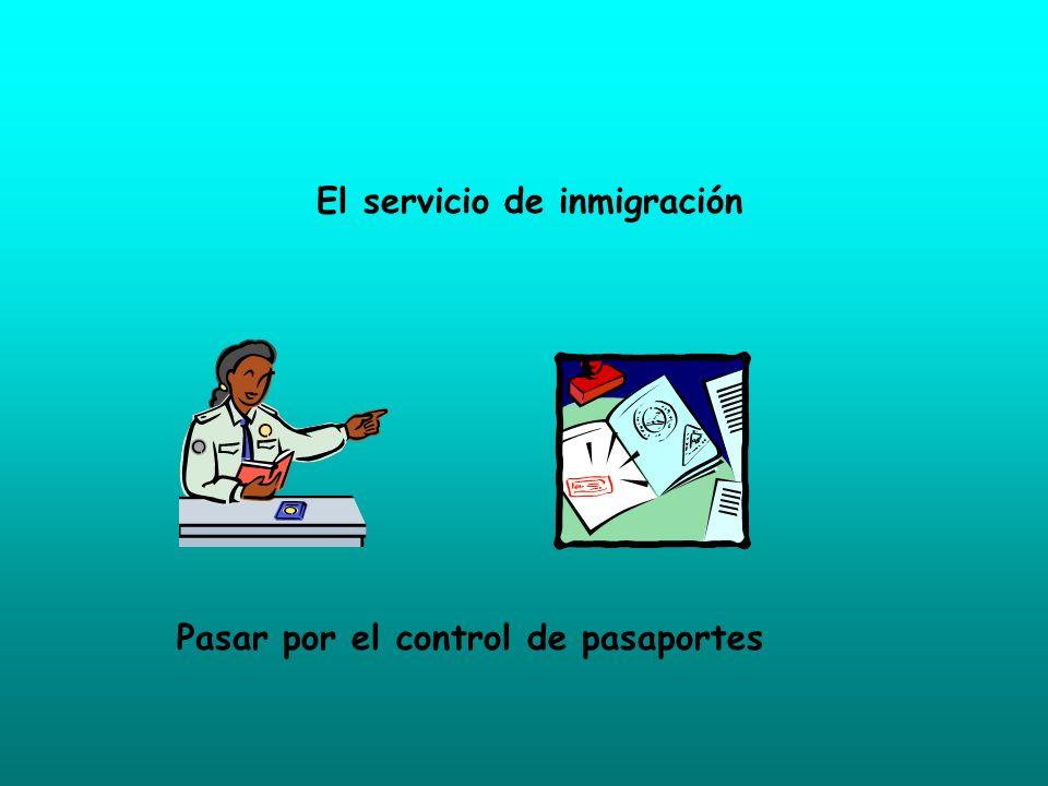 El servicio de inmigración Pasar por el control de pasaportes