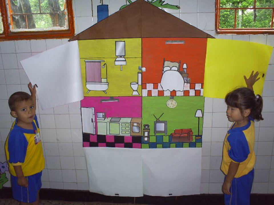 Al abrir cada puerta se observa una a una las dependencias de la casa, donde los niños pueden expresar el nombre del lugar, para qué se usa.