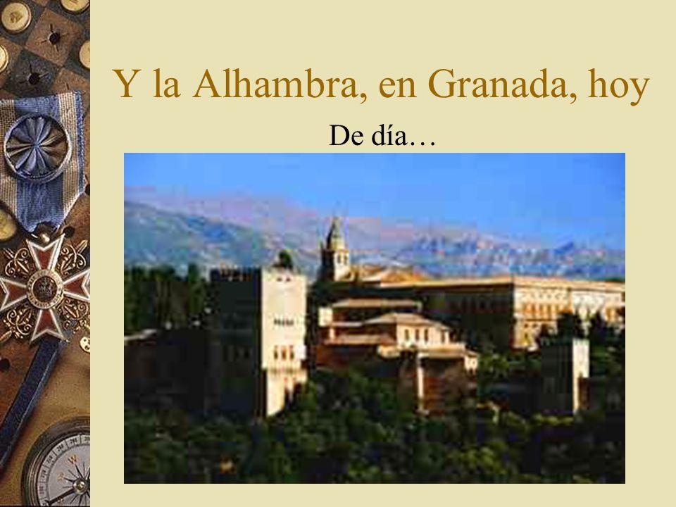 La Alhambra, en Granada, hoy De noche, contra la impresionante Sierra Nevada…