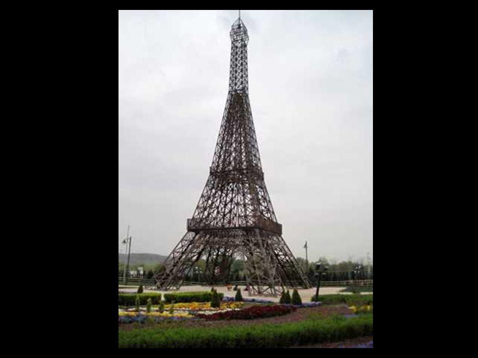 La Torre Eiffel fue construida para la Exposición universal de 1889 en París.