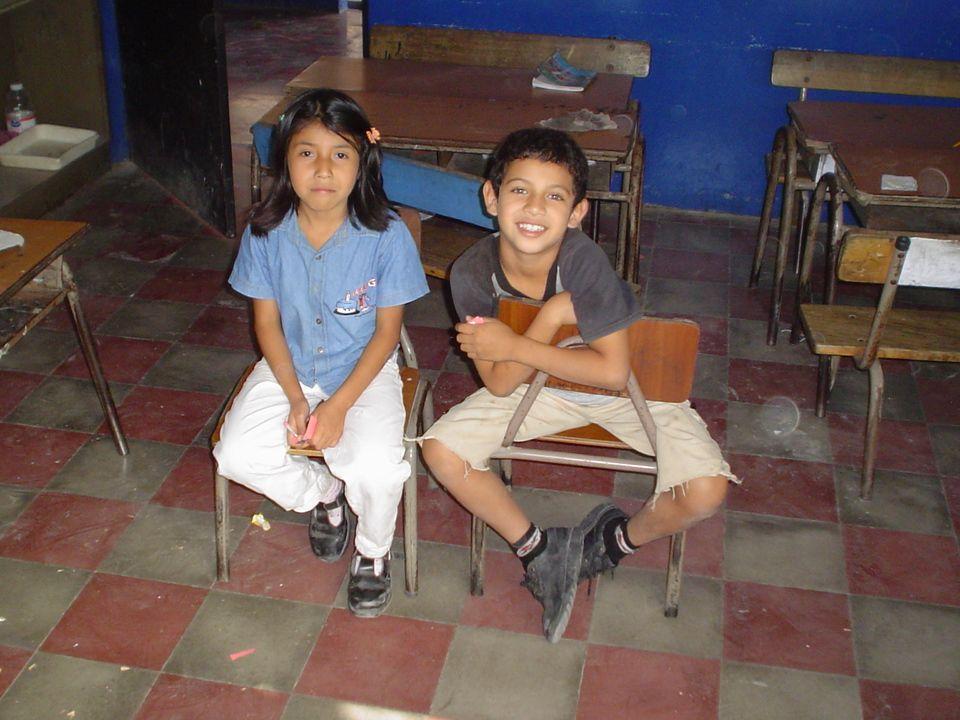 Escuela en el vecindario Niño/as de la misma edad Recibir el apoyo necesario Involucramiento de familia y comunidad Equipamiento adecuado con recursos