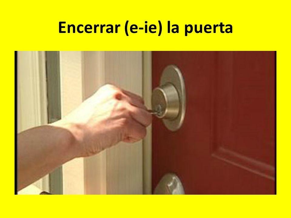 Encerrar (e-ie) la puerta