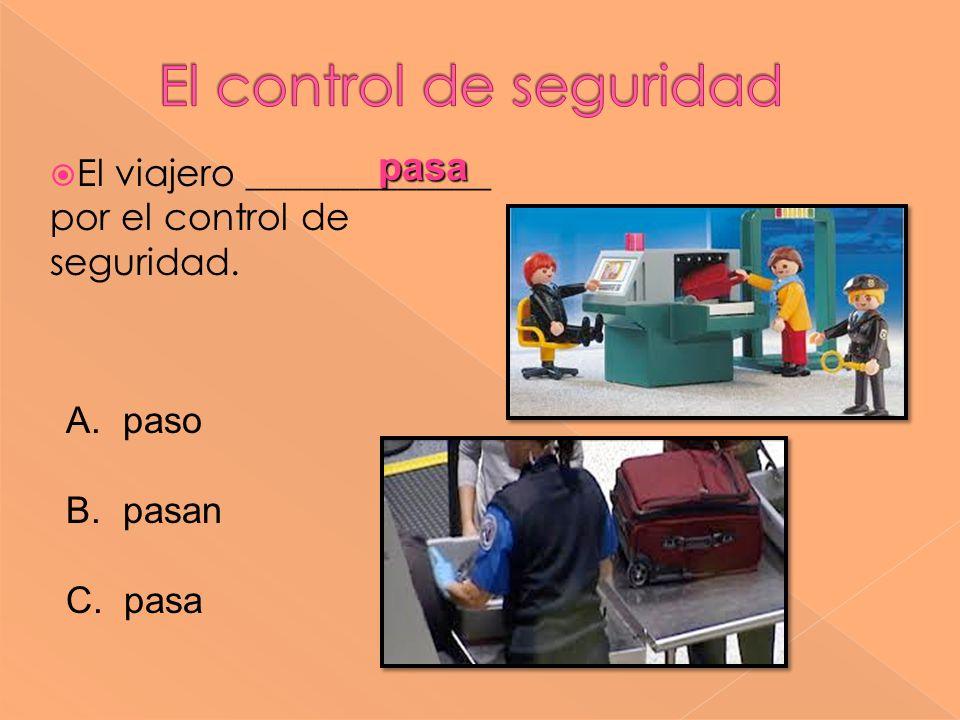 El viajero _____________ por el control de seguridad. pasa pasa A. paso B. pasan C. pasa