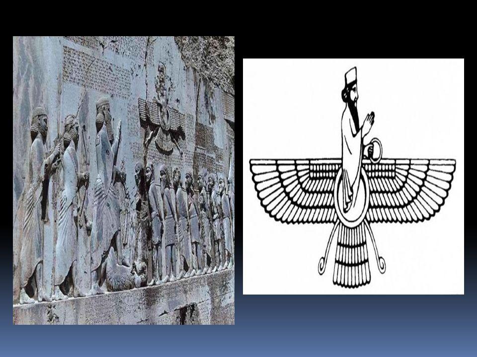 Los palacios son mas impresionantes sobre todo los de Persépolis y Susa construidos con materiales traídos desde todos los puntos del Imperio.