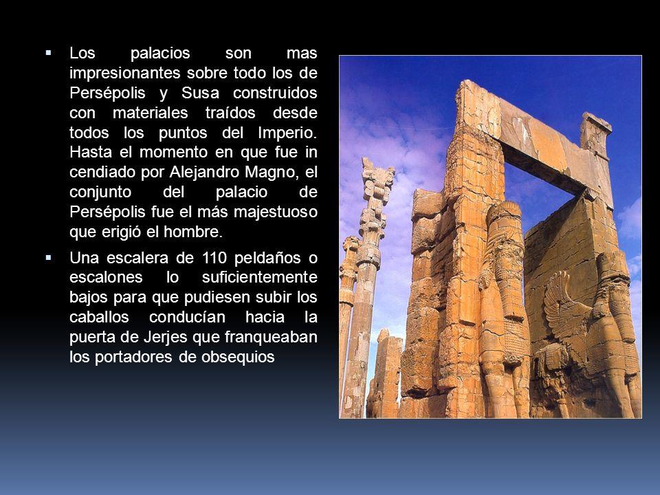 Los palacios son mas impresionantes sobre todo los de Persépolis y Susa construidos con materiales traídos desde todos los puntos del Imperio. Hasta e