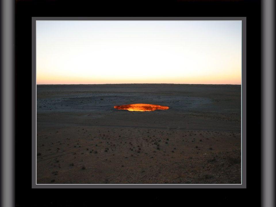 así que los geólogos decidieron prenderle fuego a los gases que emanaba el pozo de Darvaza, con el fin de incinerarlos hasta que se consumieran por co