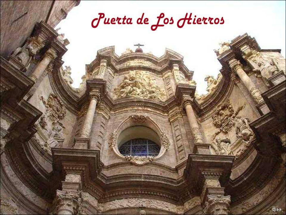 Es la más moderna iniciada en el año 1703. Es un monumento dedicado a la exaltación de la Virgen de la Iglesia y los santos Valencianos. Puerta de Los