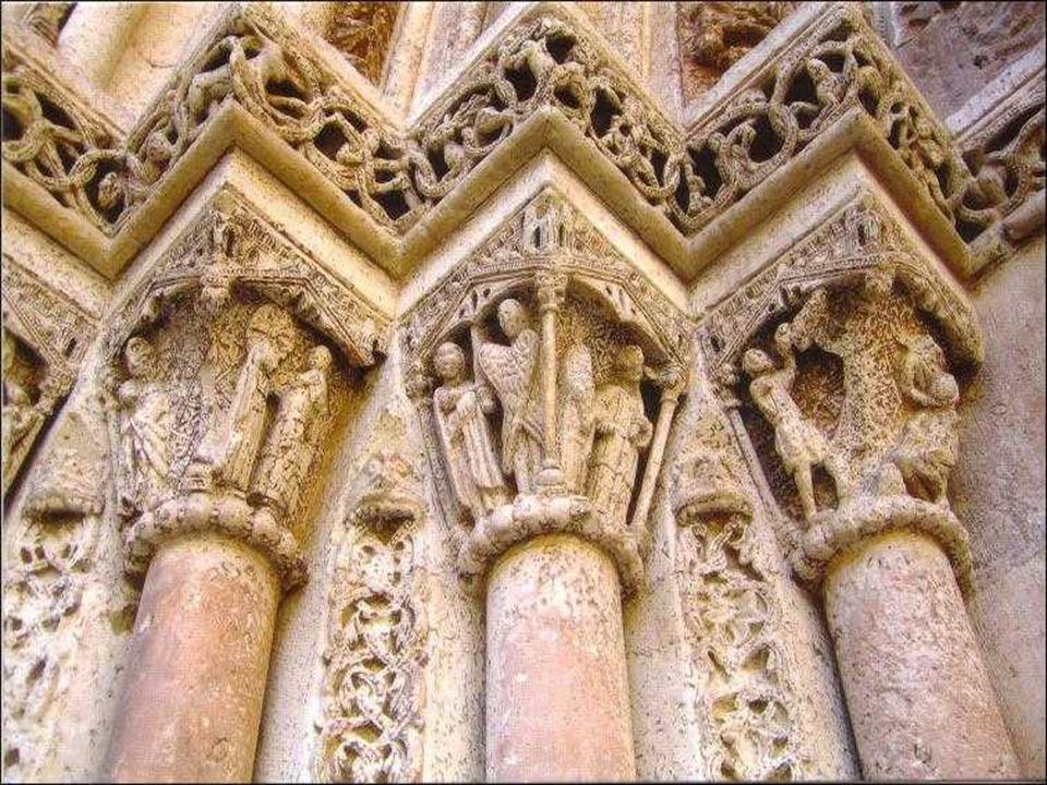 Llamada así por las estatuas de los doce apóstoles de Cristo, que figuran en la portada, fue construida a finales del siglo XIII en estilo gótico Se t