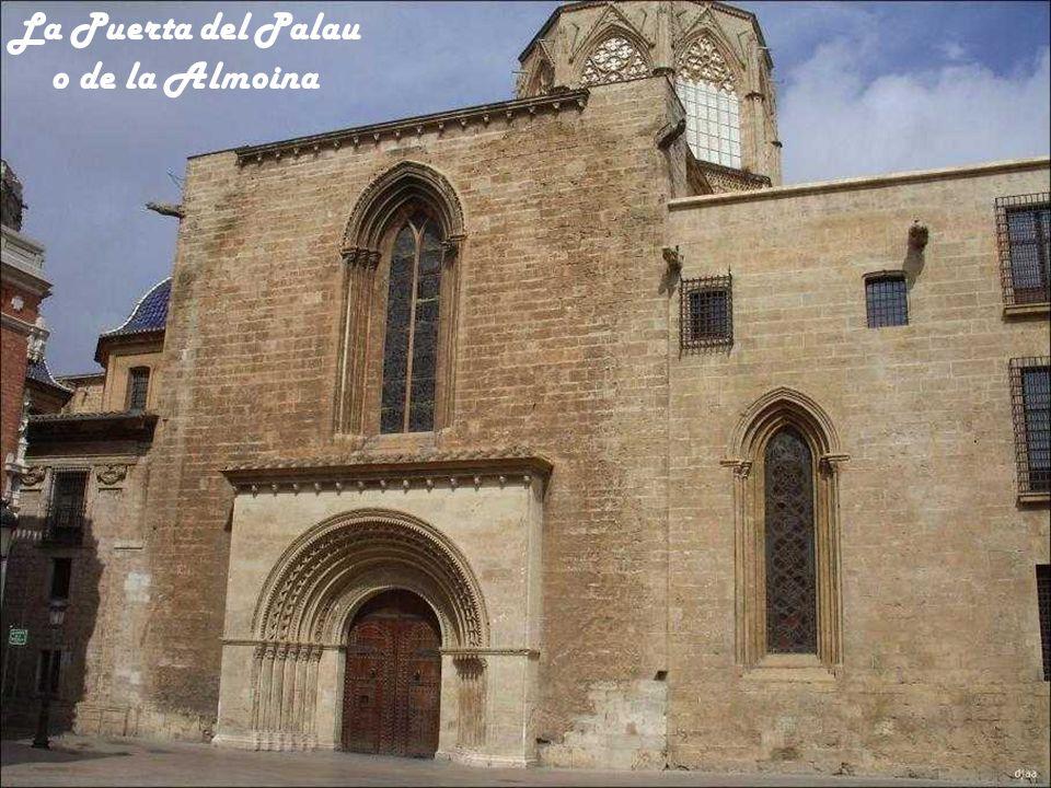 El Rosetón de la Puerta de Los Apóstoles se llama Estrella de David