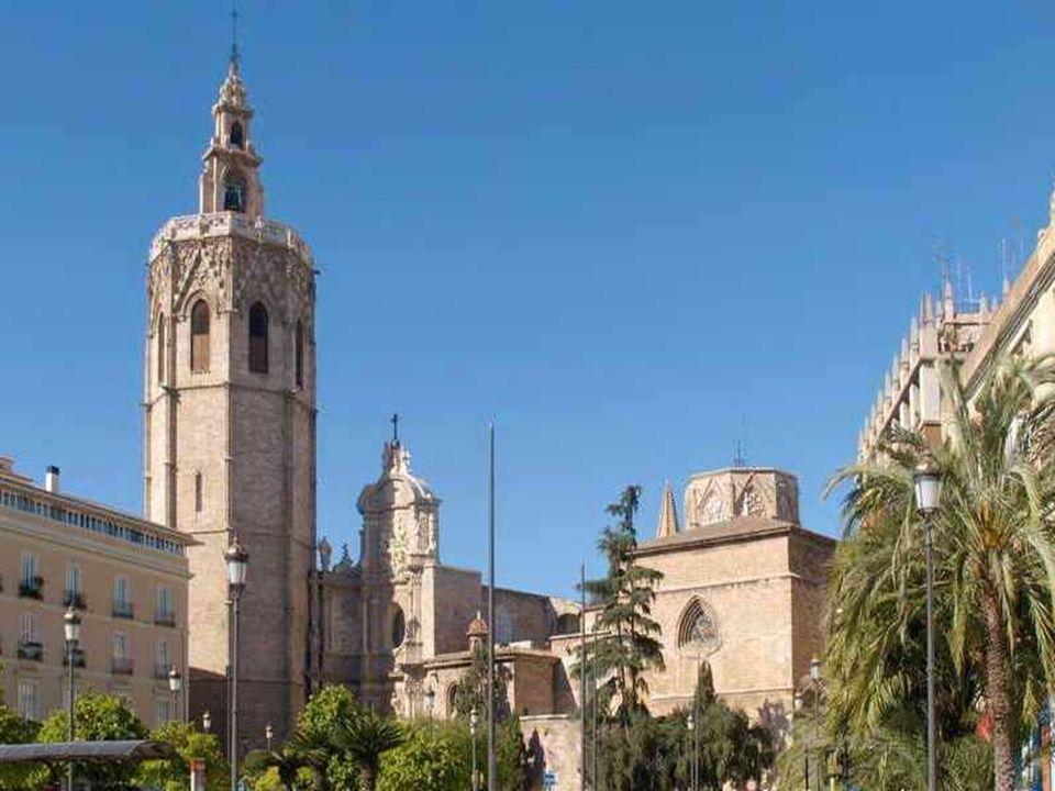 El Miguelete Es el campanario de la Catedral de Valencia. Su construcción se inicia en 1381 y finaliza en 1429. Es una torre de estilo gótico, mide 63