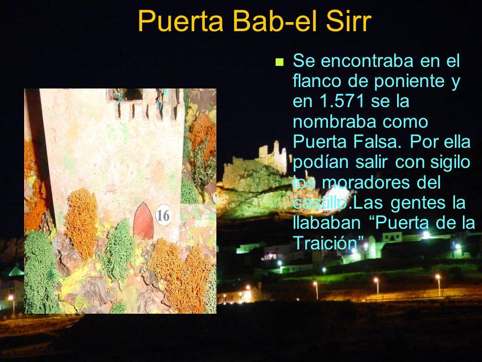 Puerta Bab-el Sirr Se encontraba en el flanco de poniente y en 1.571 se la nombraba como Puerta Falsa. Por ella podían salir con sigilo los moradores