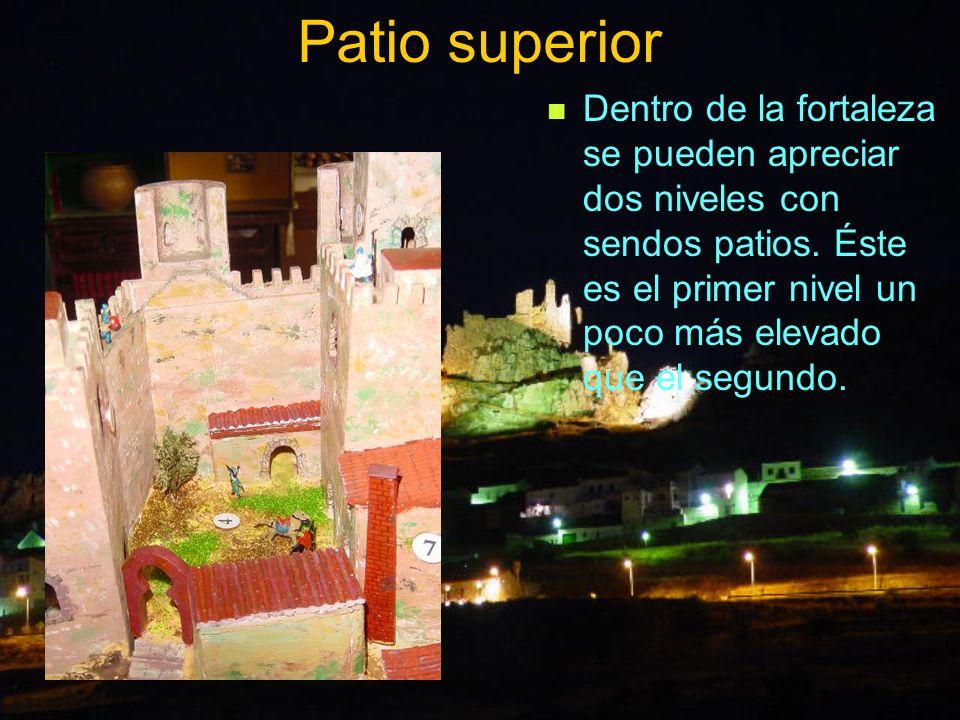 Patio superior Dentro de la fortaleza se pueden apreciar dos niveles con sendos patios. Éste es el primer nivel un poco más elevado que el segundo.