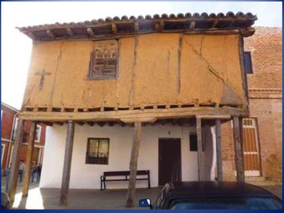 El importante pasado histórico de la villa queda reflejado en algunos de los edificios singulares conservados, así como en alguna de sus casas. Además