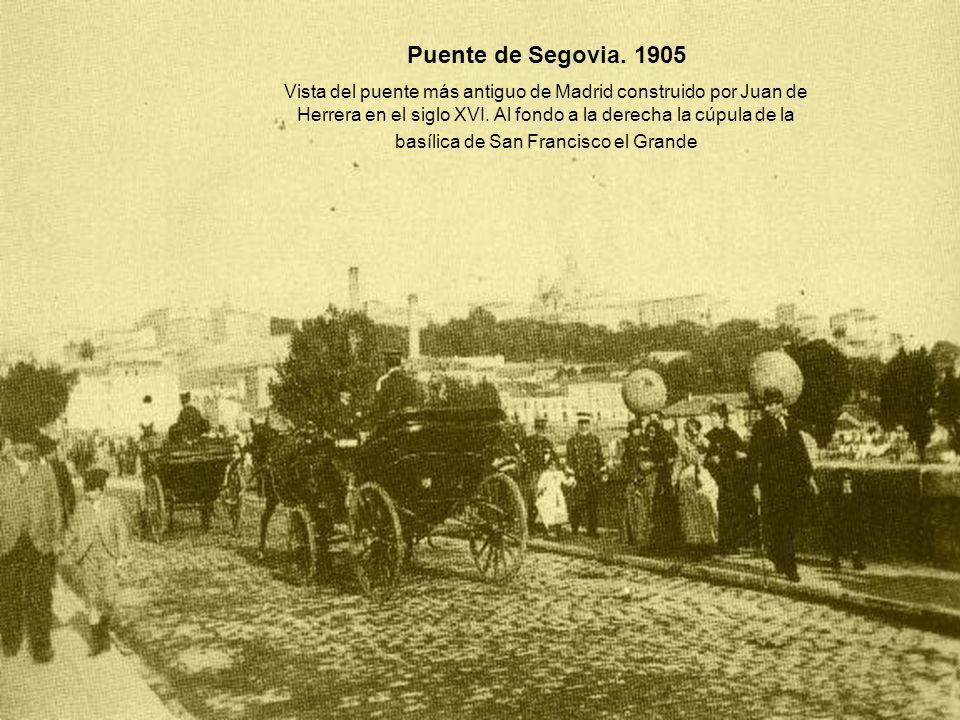 Puente de Segovia. 1905 Vista del puente más antiguo de Madrid construido por Juan de Herrera en el siglo XVI. Al fondo a la derecha la cúpula de la b
