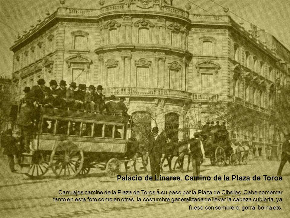 Palacio de Linares. Camino de la Plaza de Toros Carruajes camino de la Plaza de Toros a su paso por la Plaza de Cibeles. Cabe comentar tanto en esta f
