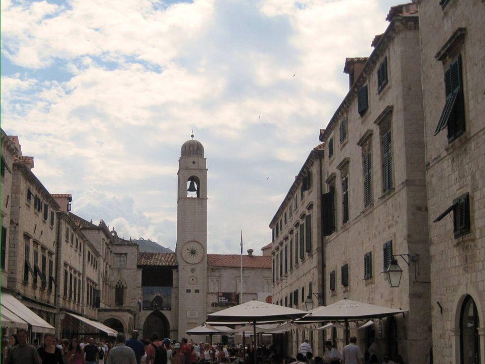 Stradun es la calle central del casco antiguo.