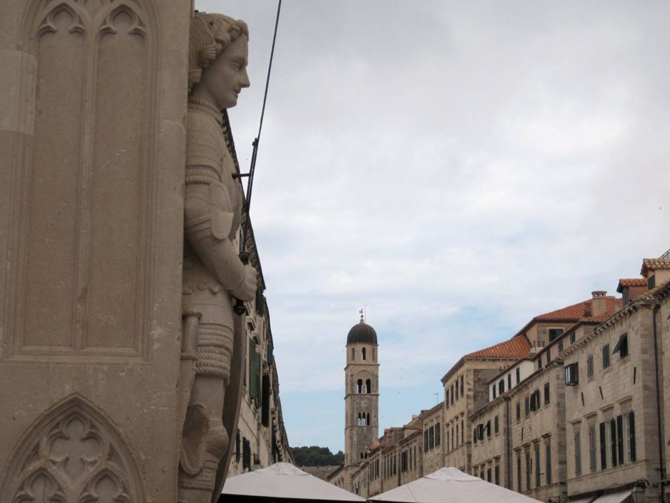 La Torre de la Campana el reloj fue construido en 1444,y es uno de los símbolos de la ciudad-estado libre..