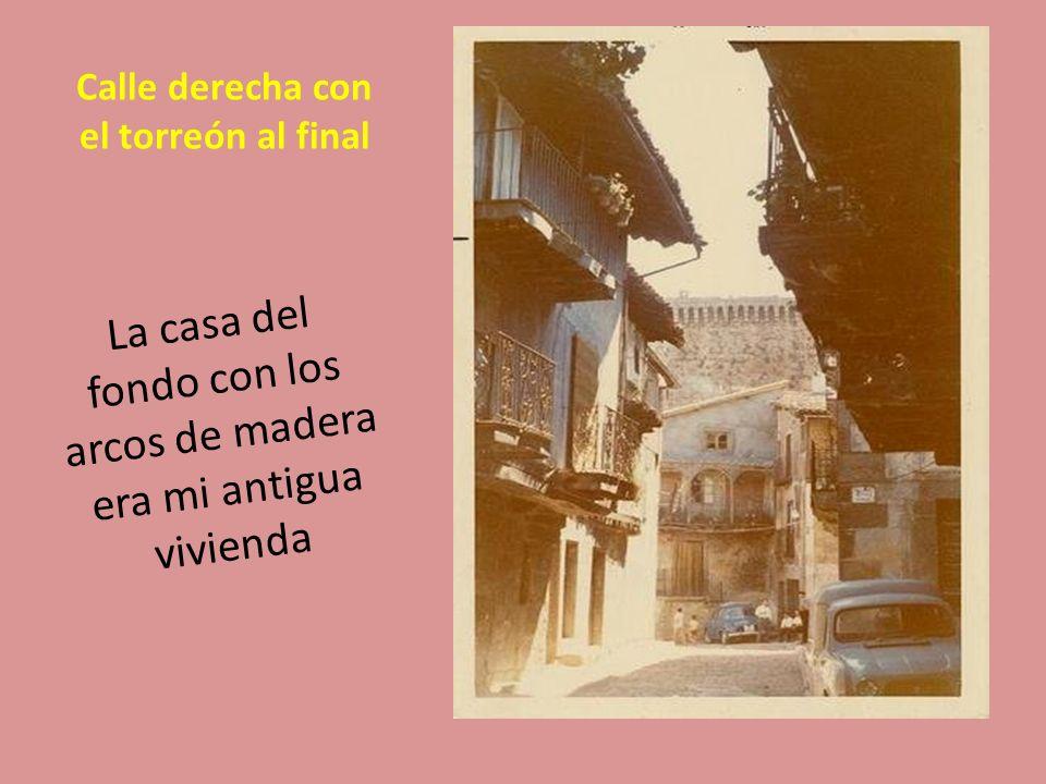 Calle derecha o calle Principal El pueblo de Miranda del Castañar tiene una historia propia por mi parte ya que es el pueblo de nacimiento de mi cónyuge y es el sitio donde la conocí en las fiestas del pueblo que son el 15 de agosto aunque las fiestas oficiales son el 8 de septiembre.