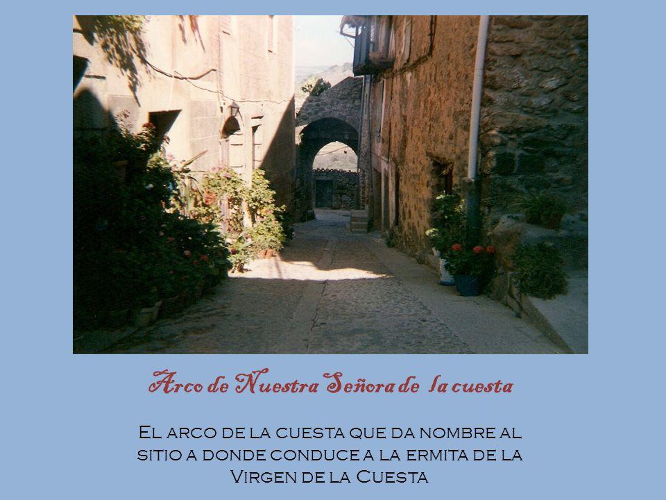 Arco de San Ginés Arco de San Ginés, puerta que da entrada a la villa por el Este, con su viejo San Ginés (de Arlés) mirando desde la hornacina, mient