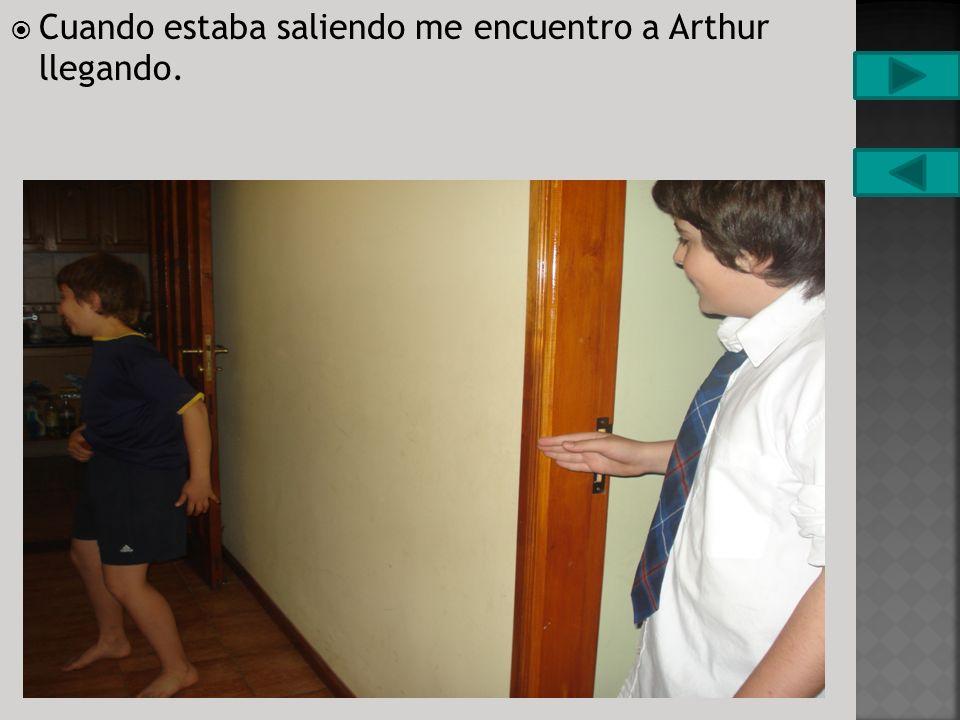 Eran las 18:15 Arthur estaba saliendo de su casa. Decidí entrar.