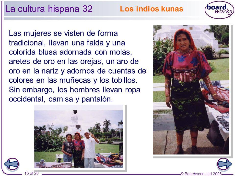 © Boardworks Ltd 2006 15 of 26 La cultura hispana 32 Las mujeres se visten de forma tradicional, llevan una falda y una colorida blusa adornada con molas, aretes de oro en las orejas, un aro de oro en la nariz y adornos de cuentas de colores en las muñecas y los tobillos.