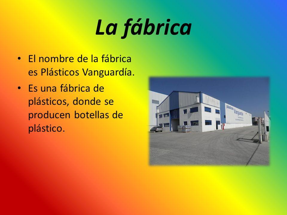 La fábrica El nombre de la fábrica es Plásticos Vanguardía. Es una fábrica de plásticos, donde se producen botellas de plástico.