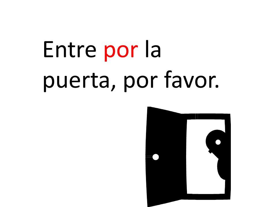 Entre por la puerta, por favor.