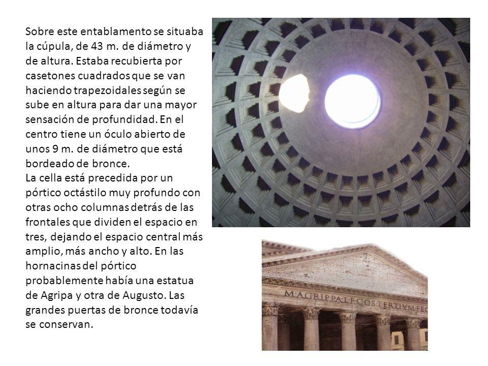 Sobre este entablamento se situaba la cúpula, de 43 m. de diámetro y de altura. Estaba recubierta por casetones cuadrados que se van haciendo trapezoi