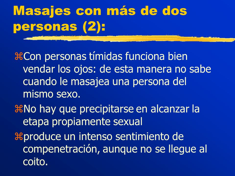 Masajes con más de dos personas (2): zCon personas tímidas funciona bien vendar los ojos: de esta manera no sabe cuando le masajea una persona del mismo sexo.
