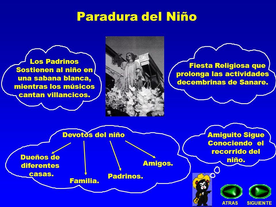 Paradura del Niño Los Padrinos Sostienen al niño en una sabana blanca, mientras los músicos cantan villancicos.