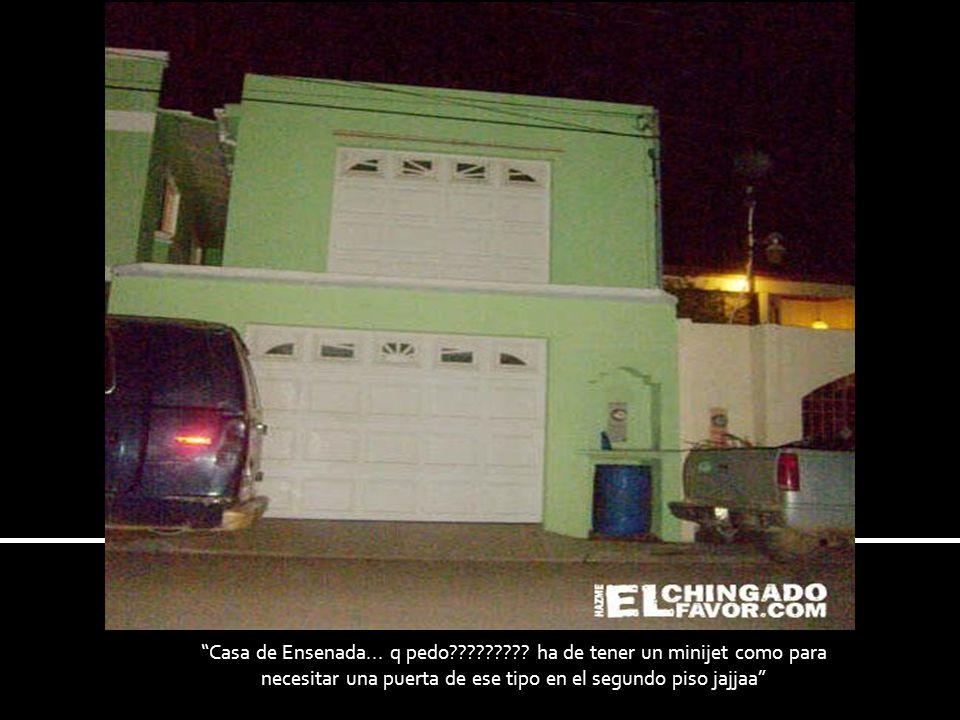 Casa de Ensenada... q pedo????????? ha de tener un minijet como para necesitar una puerta de ese tipo en el segundo piso jajjaa