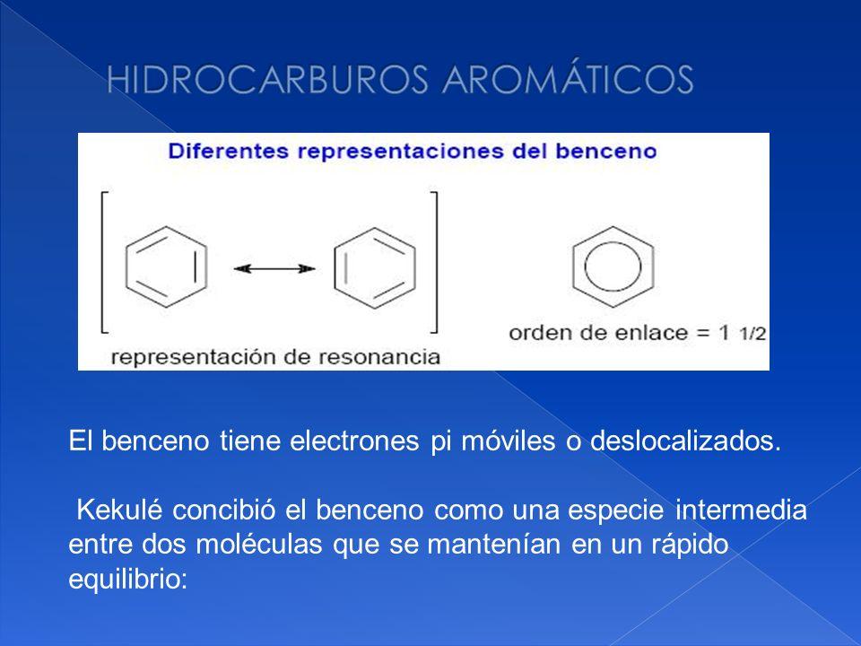 El benceno tiene electrones pi móviles o deslocalizados. Kekulé concibió el benceno como una especie intermedia entre dos moléculas que se mantenían e