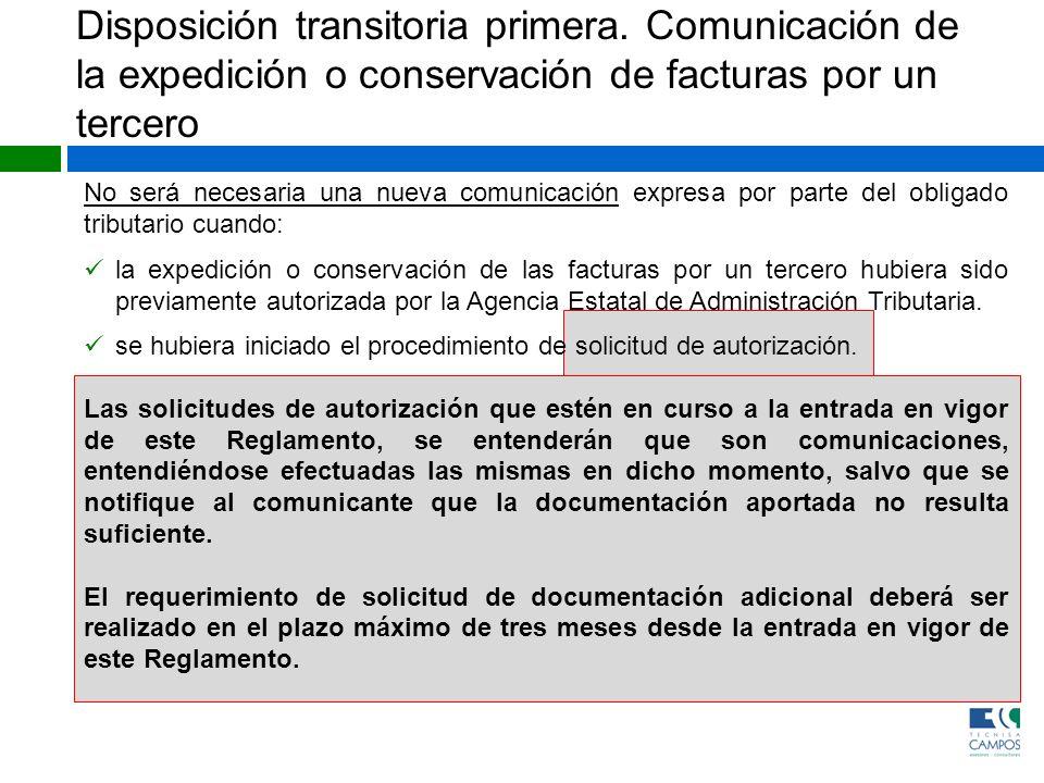 No será necesaria una nueva comunicación expresa por parte del obligado tributario cuando: la expedición o conservación de las facturas por un tercero
