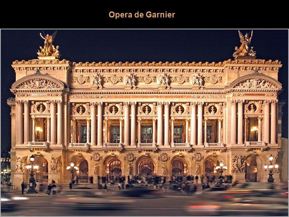 Arco del Carrusel Se levantó según dibujo de Pierre-François Fontaine y de Charles Percier entre 1806 y 1808 para celebrar las victorias de Napoleón d