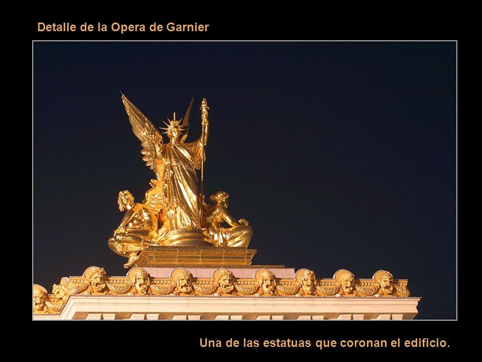 La Opera de Garnier En París todo es posible: - Construir el más grande teatro lírico del mundo (11000 metros cuadrados de superficie, capacidad para